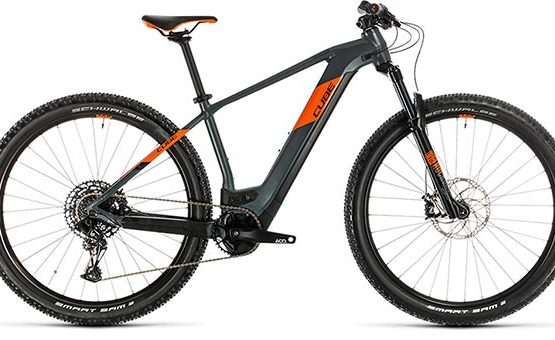 Bicicleta Cube Reaction Hybrid SL Negro naranja